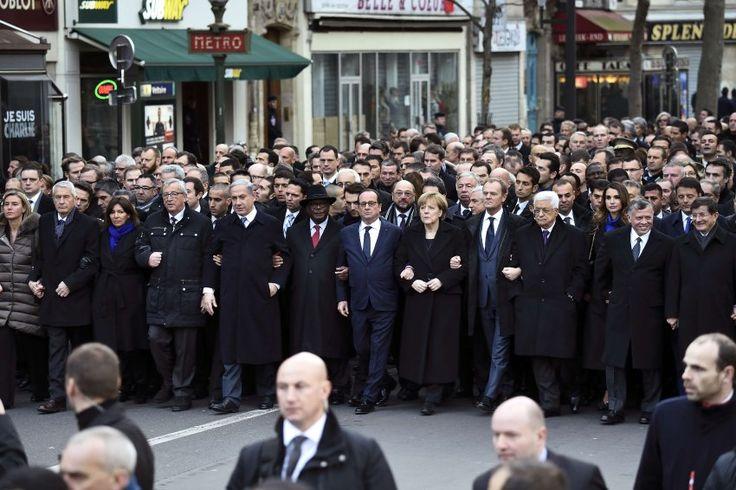 Trauermarsch in Paris: Christen, Juden, Muslime - vereint gegen den Terror! http://www.spiegel.de/politik/ausland/anschlag-auf-charlie-hebdo-obama-war-nicht-in-paris-a-1012456.html http://www.spiegel.de/fotostrecke/trauermarsch-in-paris-fotostrecke-122758.html