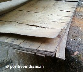 Difference between PLYWOOD and PLYBOARD - A piece of plywood that was damaged during the Mumbai floods in the year 2005. Individual layers of ply are seen coming apart, and the tear lines on the individual sheets show the alternating grain pattern that is used in the making of plywood.  http://blog.positiveindians.in/plywood/plywood-vs-blockboard.html