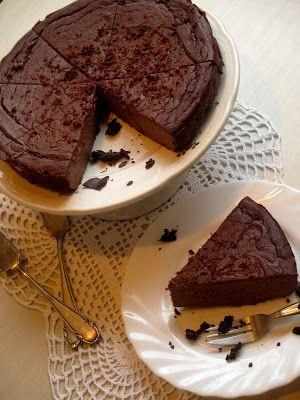 """Csokoládés """"sajttorta"""" paleoNagyon finom a NoCarb csokoládés pudingjával,csupa csokoládéHozzávalók: 50 dkg Totu1 csomag NoCarb csokoládés pudingpor5 dkg paleo csokoládé"""
