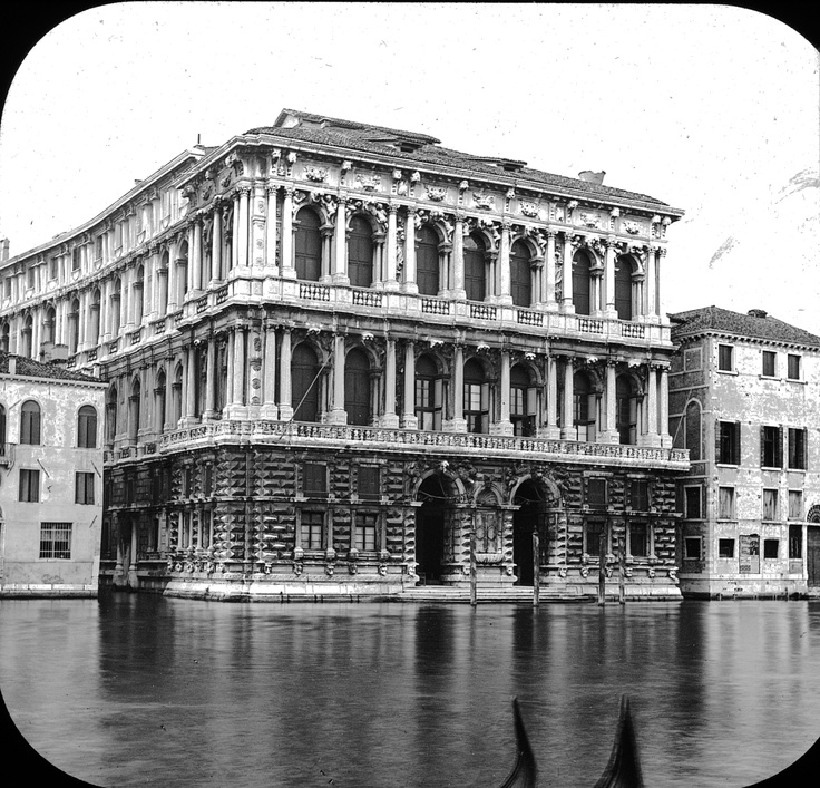 http://upload.wikimedia.org/wikipedia/commons/f/f8/Palazzo_Pesaro,_Venice,_Italy.jpg