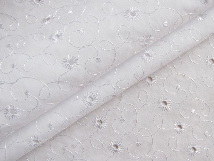 Batist Stickerei - Blumenkringel Weiß  16471-5003 von Stoff-Schatzkiste auf DaWanda.com
