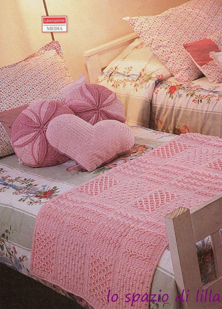 lo spazio di lilla: Per la cameretta romantica, la copertina millequadri ed i cuscini all'uncinetto
