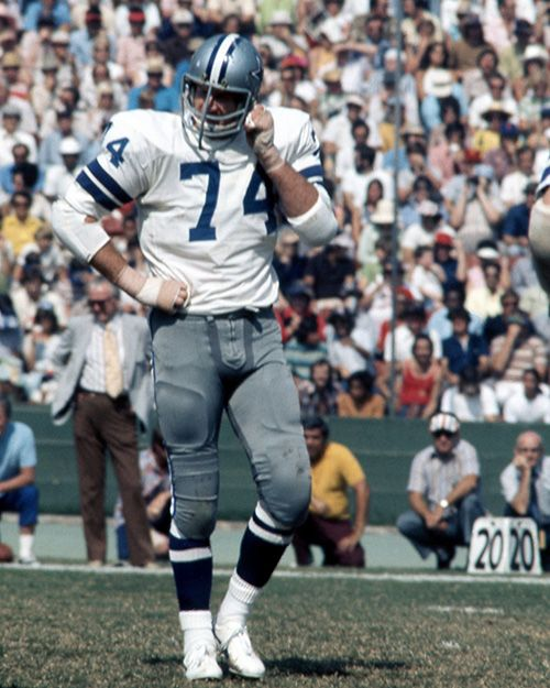 Dallas Cowboys Hall of Fame defensive tackle Bob Lilly (74) heads for the sideline during an NFL game against the Los Angeles Rams, Oct. 14, 1973. The Rams defeated the Cowboys 37-31 at the Los Angeles Coliseum. (AP Photo/NFL Photos)