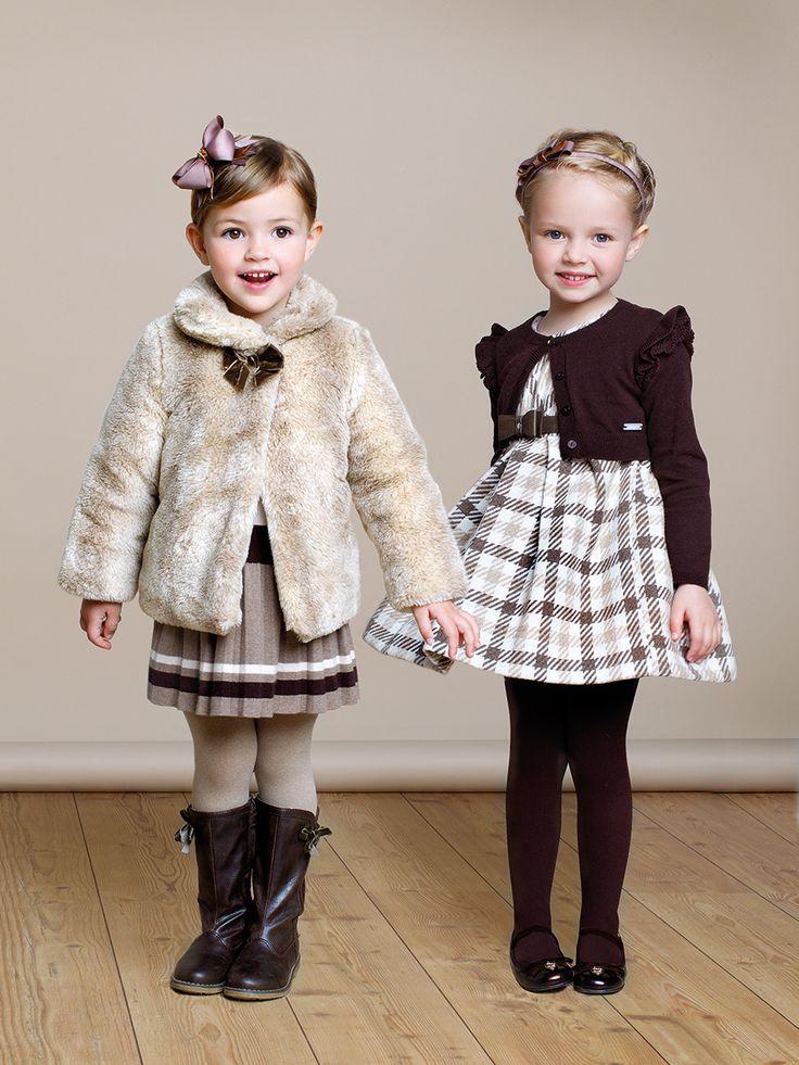 Qué niñas más sofísticadas, preciosas para cualquier acontecimiento que lo merezca.