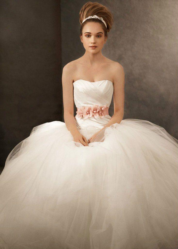 Свадебное платье White by Vera Wang, пышная юбка из 10 слоев фатина