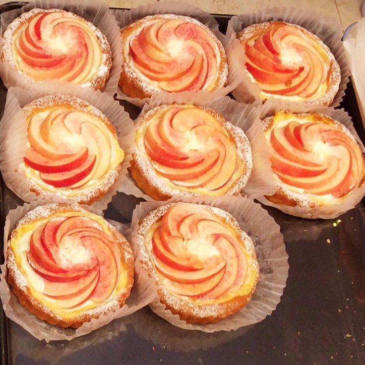 Souvenir de Busan : quelques jolies tartelettes aux pommes (사과타르트) de chez @gentz_bakery dans l'enceinte du grand magasin Lotte. #busan #부산 #seomyeon #서면 #coree #gentzbakery #겐츠베이커리 #롯대백화점 #boulangerie #bakery #베이커리 #patisserie #pastry #페이스트리 #tarte #tart #타르트 #pie #파이 #pomme #apple #사과 #tarteauxpommes #appletart #사과타르트 #food #foodie #instafood #nomnom #mangerdestrucsbons