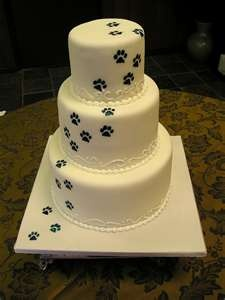 Love this paw print cake!