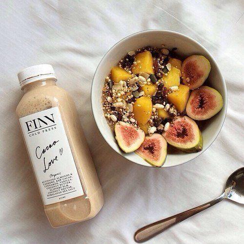 ПРАВИЛЬНЫЙ РЕЖИМ ПИТАНИЯ 👆  Предлагаем вам почасовой режим питания, для которого наш организм наиболее приспособлен. Итак:   С 5 до 7 утра время кишечника. Поэтому, как проснулись, пьём чистую воду. Желательно тёплую. Ещё с утра надо дать организму витамины, в виде свежевыжатых соков, или фруктов по сезону.   С 12 до 14 часов нужна белковая пища овощи (кроме картофеля). Т.е., мясо, рыба (не колбаса-консервы, а натуральное!), яйца, бобовые, овощные супы, творог (солёный с зеленью), кефир (не…