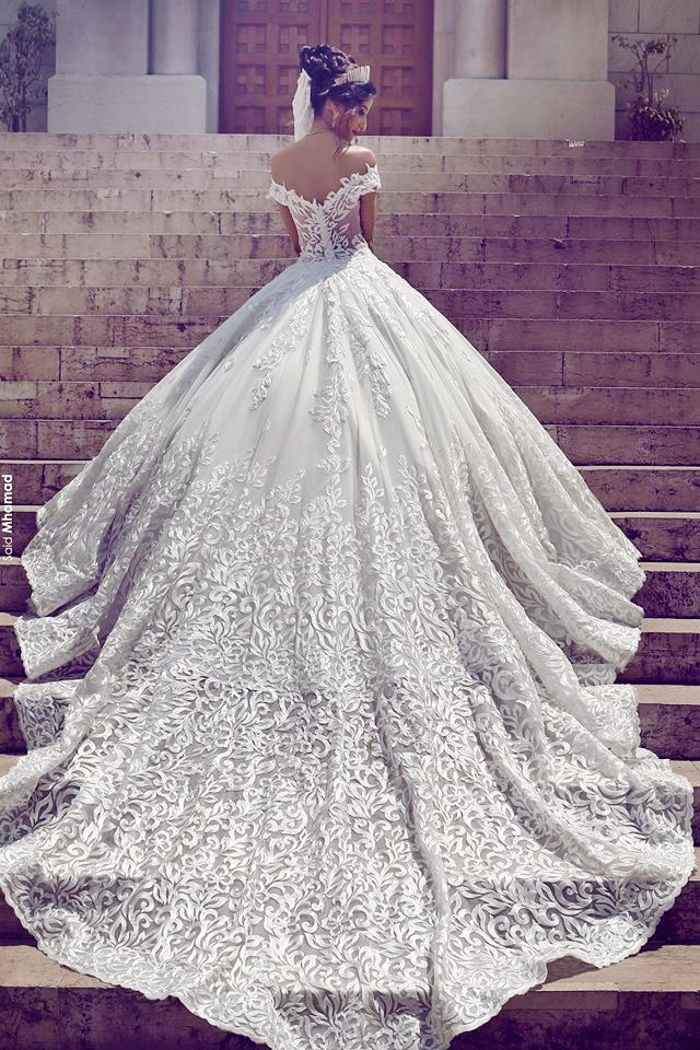 Utterly blown away by this statement-making Toumajean Couture gown featuring gorgeous embroideries!