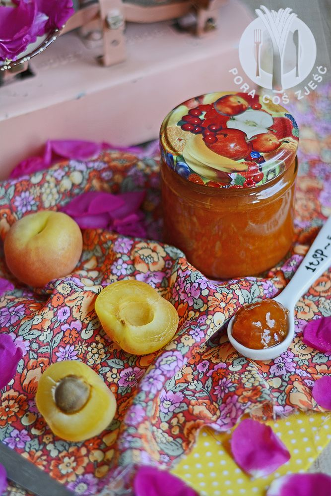 Apricot and rose petals jam