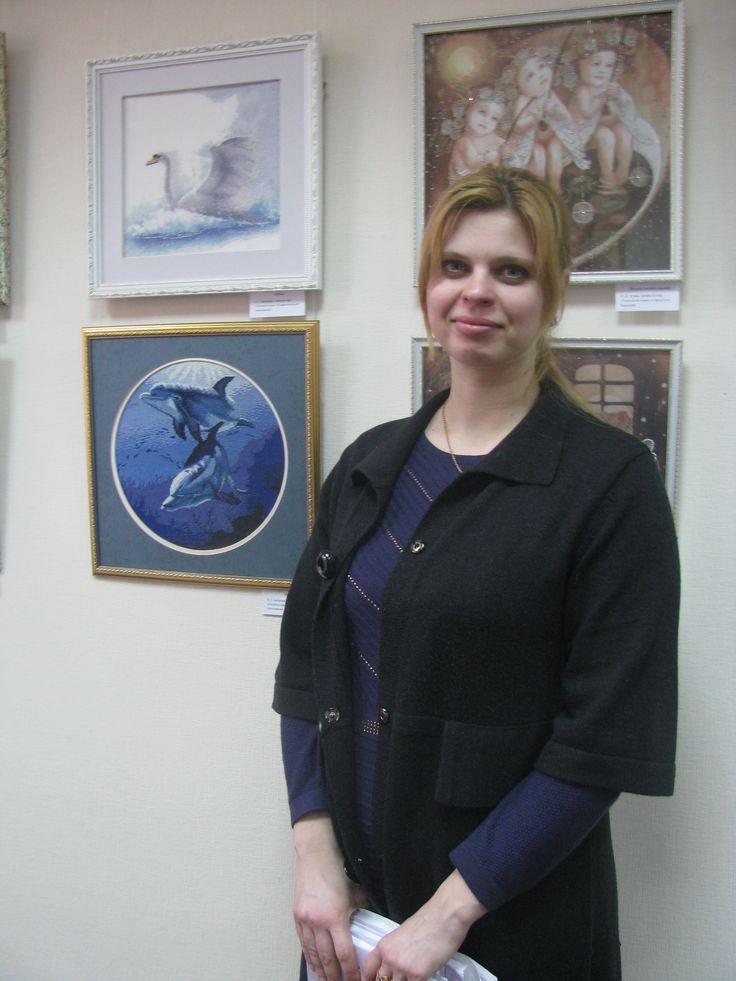Ольга Ігорівна Іллінська, інженер кафедри охорони праці та навколишнього середовища демонструє свої роботи