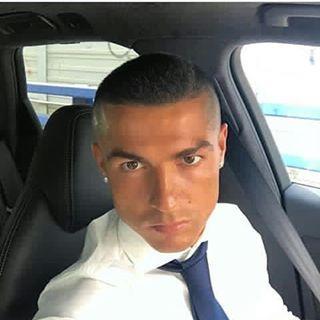 Koranharian.net  - Cristiano Ronaldo pamer potongan rambut baru usai dirinya mengantarkan Real Madrid menjuarai Liga Champions. Cris...
