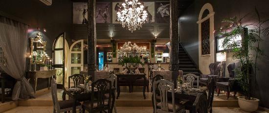 KEROBOKAN - Jemme Cafe, Jalan Raya Petitenget 28, Kerobokan - Roast Lamb & Amazing Toblerone Cocktails :-)
