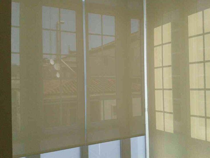 Un mirador protegido de los resplandores del sol con - Estores fotograficos baratos ...