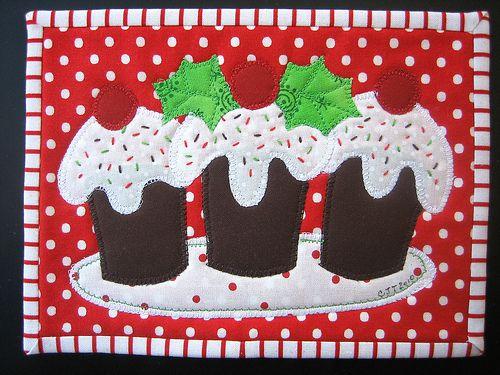 3 Christmas cupcakes by Carol at mamacjt