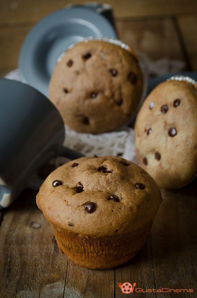 Cinnamon and chocolate chip muffins -Muffin alla cannella e gocce di cioccolato sono dei gustosi dolcetti cotti al forno, ideali per una colazione o merenda, dal sapore delicato e profumato di cioccolato e cannella.