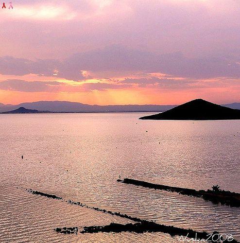 https://flic.kr/p/6Tyc64   Contrastes al atardecer   Al atardecer el Mar Menor se tiñe de rosas,azules,dorados...nunca repite colores pero siempre hace resaltar las siluetas de sus pequeñas islas y el  canal que lo une al Mediterráneo  Todos los derechos reservados - All rights reserved