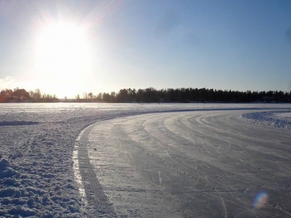 Winter in Finland is a paradise for curious visitors and adventurous locals – especially when it gets a bit sunnier in February and March! Photo: Kathrin Deter #helsinki #winter #iceskating #skiing #winteractivities