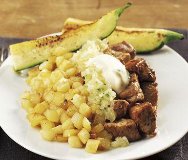 Fläskfilé Rydberg med senapscrème är en rätt full av smak. Fläskfilén tärnas upp och steks på samma sätt som potatisen. Senapscrèmen gör du enkelt genom att röra ihop crème fraiche och senap med lite honung och persilja. Servera med stekt zucchini.