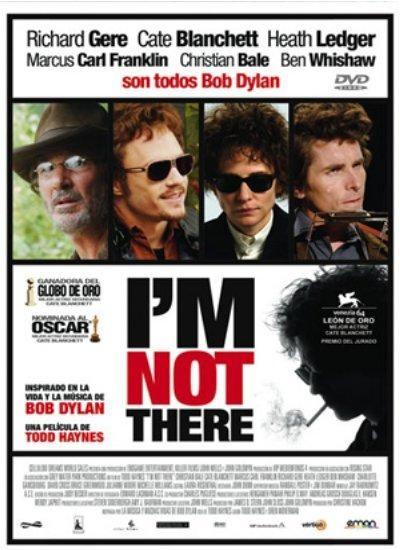 DVD CINE 1876 - I'm Not There (2007) EEUU. Dir.: Todd Haynes. Drama. Biográfico. Sinopse: Bob Dylan cambiou a música popular nos anos 60 e desde entón e ata hoxe nunca deixou de influenciar a músicos, escritores, poetas e, en definitiva, á cultura en xeral. A película é un entretecido de historias na América dos anos 60 e 70. Cada historia expresa un aspecto da mercúrica carreira de Dylan e foron filmadas de maneira diferente a través de diferentes intérpretes.