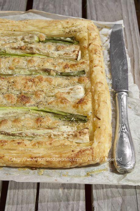 Tarte ai cipollotti, pepe, mozzarella e pasta sfoglia fatta in casa