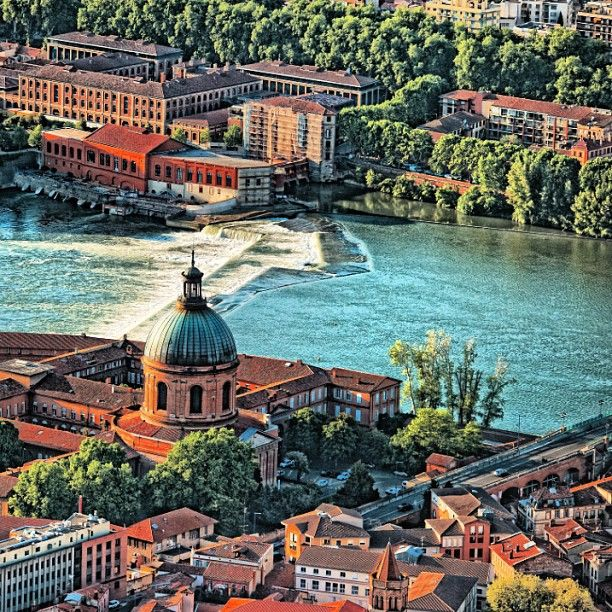 Toulouse ! http://www.fasthotel.com/midi-pyrenees/hotels-toulouse-pas-cher