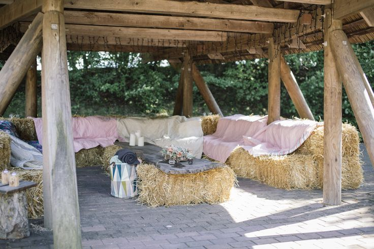 Hay Bale Lounge at our wedding. NordicPark. Rustic wedding theme. Bryllup. Hygge Lounge.