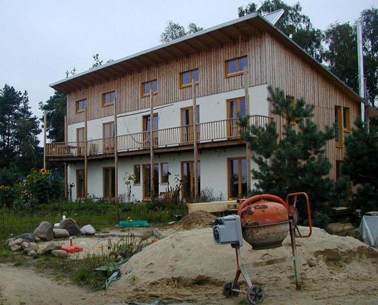 Sieben Linden, diese Gebäude zahlen europaweit zu den Größten in Lehmbauweise.