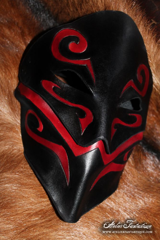 Fantasy leather mask 'Orounn' by AtelierFantastique