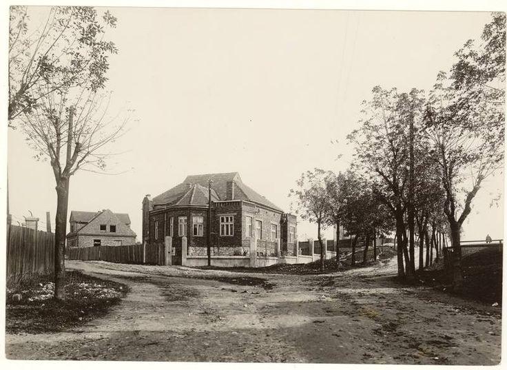 """zdjęcie willi przy placu Lassoty ok. 1928 roku.  Fot. Agencja Fotograficzna """"Światowid"""", wł. MHK."""