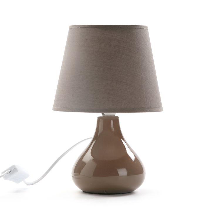 Lampara de forma orgánica en cerámica y pantalla de tela #lampara #iluminacion #casa #versa | Organic shaped lamp made in ceramic and fabric shade #lamp #lighting #home #versa