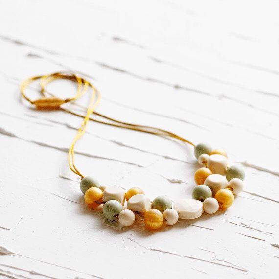 De perlas de silicona collar de dentición, enfermería, enfermería collar, collar de dentición, lactancia materna, mordedura, collar masticable, Chewelry, nueva mamá, S18 de Senerim en Etsy https://www.etsy.com/es/listing/501583512/de-perlas-de-silicona-collar-de