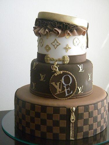 Bolo Louis Vuitton: Cakes Parties, Bolo Louis, Amazing Cakes, Vuitton Cakes, Açúcar Bolo, Louis Vuitton Handbags, Louis Vuitton Bags, Bolo Artístico, Birthday Cakes