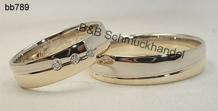 Bezaubernde bicolor Trauringe in wunderschöner Optik, der Damenring ist mit 3 Diamanten besetzt.