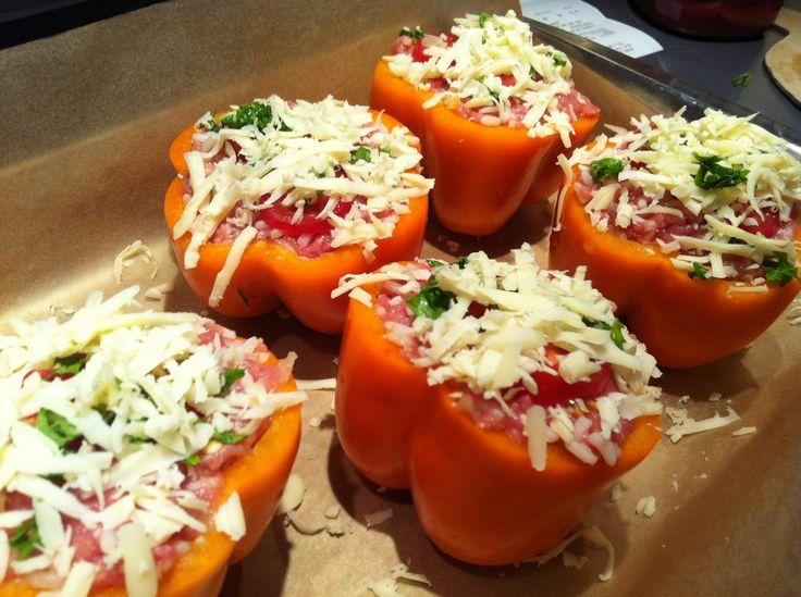 Klar til ovnen Forleden fandt jeg disse peberfrugter i Brugsen til kun 2 kr. pr. stk.og vidste med det samme, at de skulle laves m...