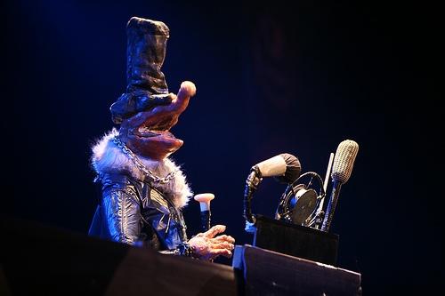 http://www.puppetmastaz.com