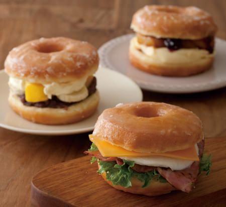 ふわふわ甘いドーナツに、ベーコン&チーズをサンド!東京駅限定「ドーナツサンドイッチ」