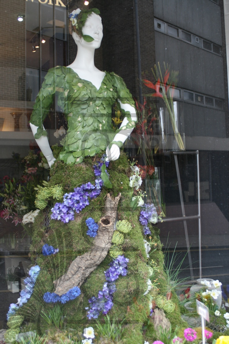 Created and designed by Sam Coventry for completion of her Floristry Diploma, who now leads Fantail Designer Florist in Sheffield.