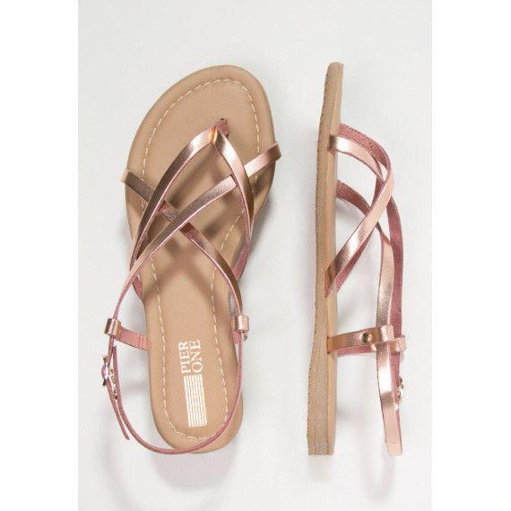 Sandalen und Sommer gehen Hand in Hand. Diese rosegoldenen Zehentrenner von Pier One sind unsere heutigen Favoriten!