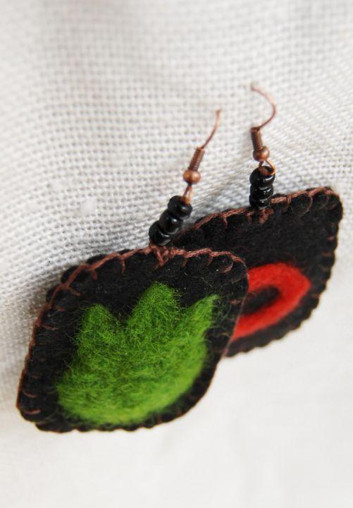 Felt Earring by http://www.breslo.hu/item/Tulipanos-fulbevalo_2489#