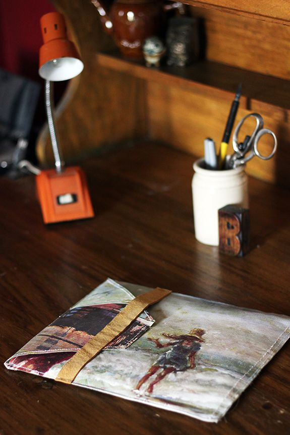 diy ipad case: this would be an awesome idea with photo transfered canvas!