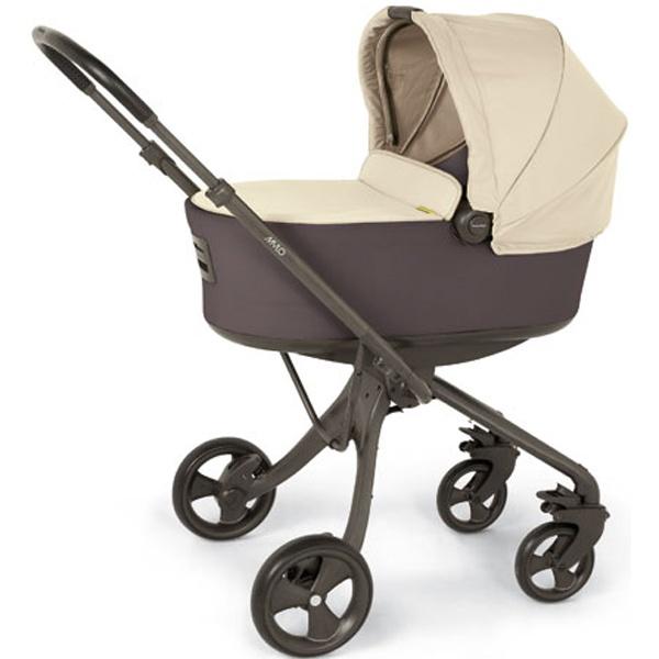 Plegado sencillo con una sola mano. Asiento con acolchado exclusivo y suave para una máxima comodidad. Silla con respaldo reclinable en cualquier posicion, incluso totalmente plano. La silla de paseo es reversible, mirando hacia delante o hacia atras. Apto desde el nacimiento hasta los 15kg. Cómpralo en: http://www.ninosbebe.com/tienda/Cochecitos-de-bebe/Mylo/MYLO-col-GRISARENA.html#cont