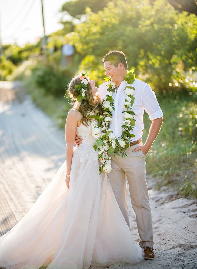 You don't have to be in Hawaii to have a Hawaiian themed wedding! Most definitely not for this couple, who carried their engagement story (Danny proposed on the islands!) through to their big day.
