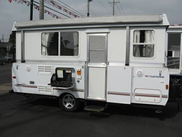2008 FleetwoodTacoma 16 Ft Hard Sided Pop Up Trailer Too