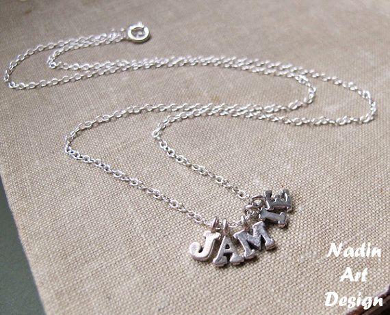 Silber Bettelkette mit Buchstaben-Anhängern von NadinArtDesign auf DaWanda.com