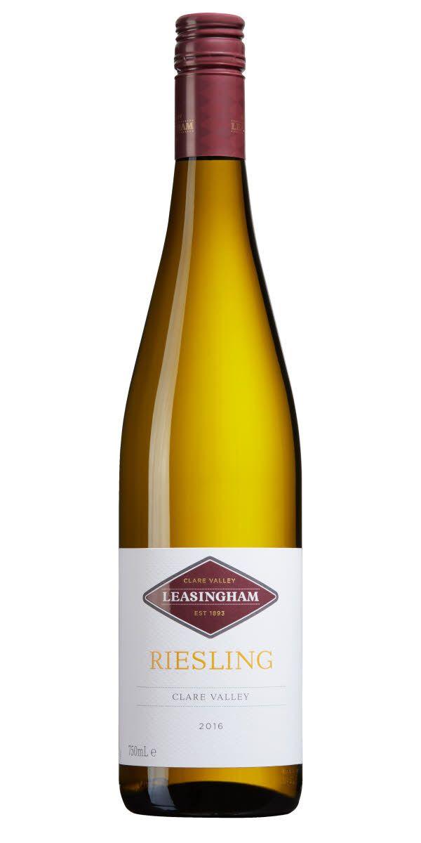 Ett vin från Australien som doftar och smakar tydligt av tropiska frukter men också toner av citrus och en örtighet.