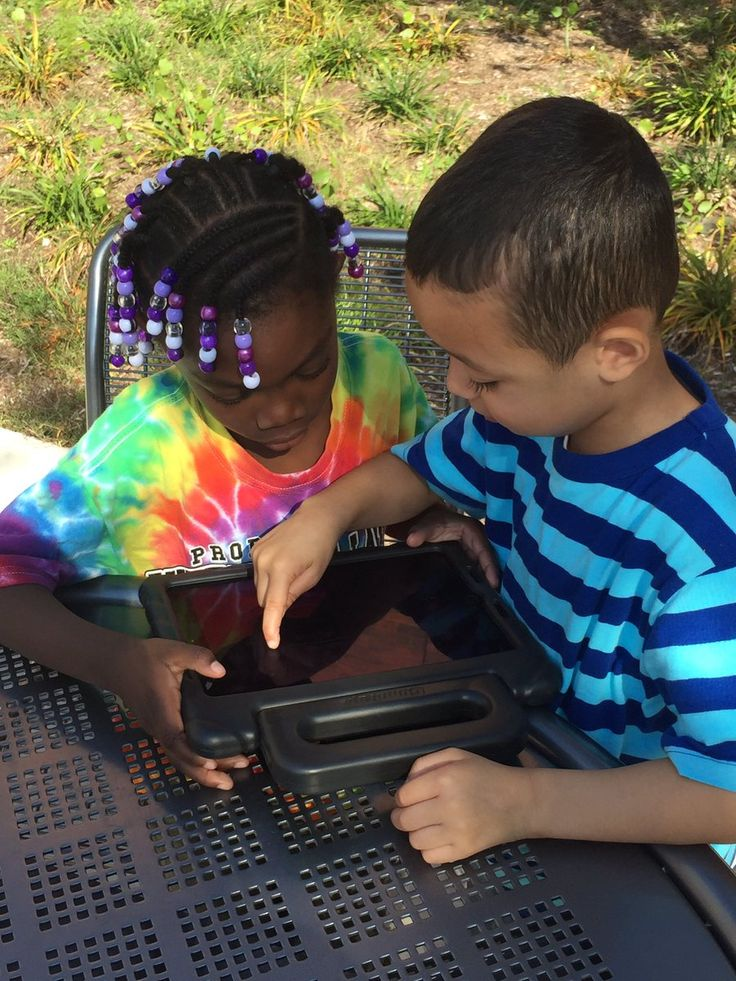 1st grade students in Connecticut taking advantage of the beautiful weather to create shape challenges using TinyTap in the courtyard!