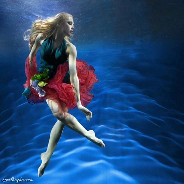 Underwater model photography water pictures photos model underwater photography ideas photography pictures  how do they get the water to look like that its amazing