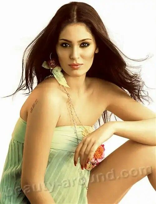 Bruna Abdullah (October 24, 1980) - Brazilian model. She is known for her role as Giselle in Punit Malhotra's I Hate Luv Storys, alongside Imran Khan and Sonam Kapoor. However, she was first noticed on Channel V's show, India's Hottest.    Подробнее:http://beauty-around.com/en/tops/item/29-samyue-krasivyie-brazilian-model
