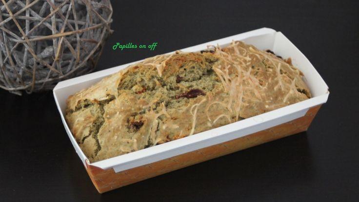 Avec ce cake pesto et tomates séchées (au thermomix ou sans), votre apéritif prendre un air très italien.